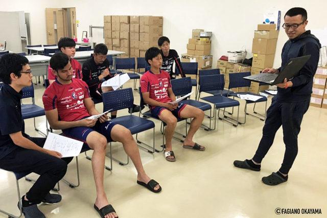 プロサッカー選手も、新人研修あるんです!